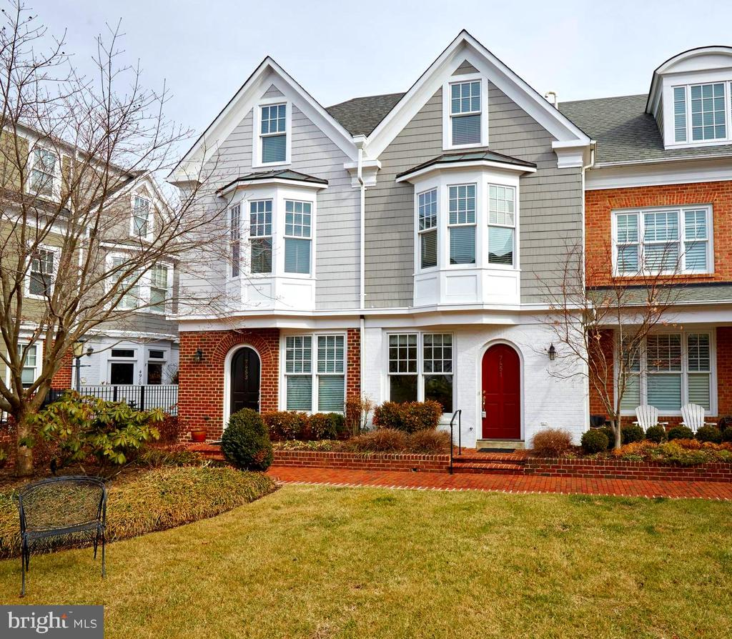 "This end unit town home in ""wonderful, walkable Bethesda"" faces private courtyard and shows beautifully. 3BRs, 3.5BAs, 2 fireplaces, separate den and table space kitchen.  Beautiful hardwood floors throughout and tons of closet space.  All this, plus a two-car garage and garage guest parking!!"