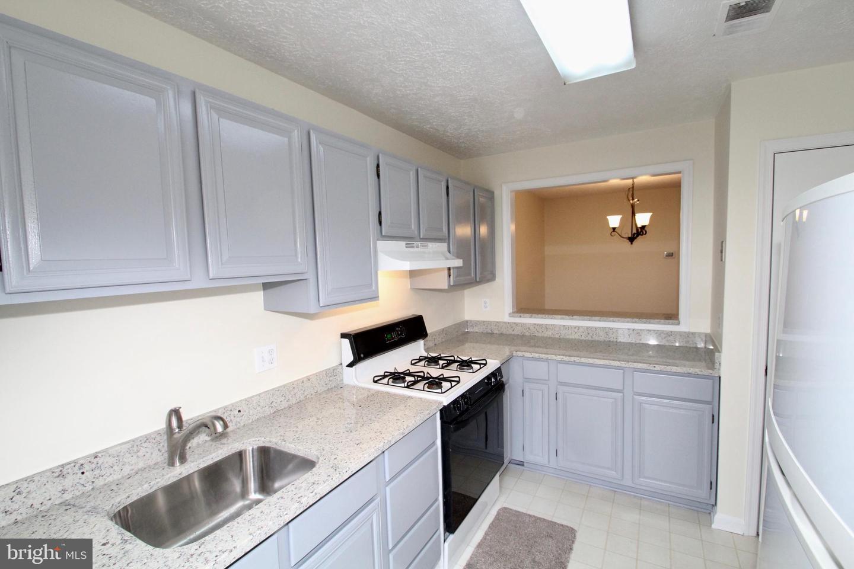 10006 Oakton Terrace Rd Oakton VA 22124