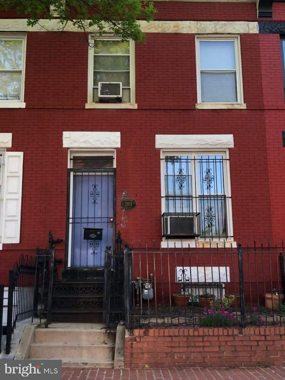 Motivated seller~~~ Make an offer. Zoned for both residential and commercial.