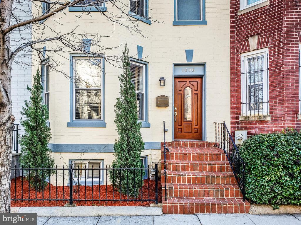 A beautiful Victorian 3 bedroom, 3.5 bathroom townhouse in the Columbia Heights neighborhood.  The property features an open floor plan, gourmet kitchen with back splash, granite counter top, stainless steel appliances, gas fireplace, pre-wired speaker system, security system, crown molding, tray ceiling with recessed lighting, two spacious patios, vaulted ceilings, large windows, skylight, jacuzzi bath tub,and hardwood floors throughout. Fully finished basement with private rear entrance, kitchen, and washer/dryer.  Walking distance to shops, restaurants, bus routes and Metro stations. Wall-mounted TV included in sale!