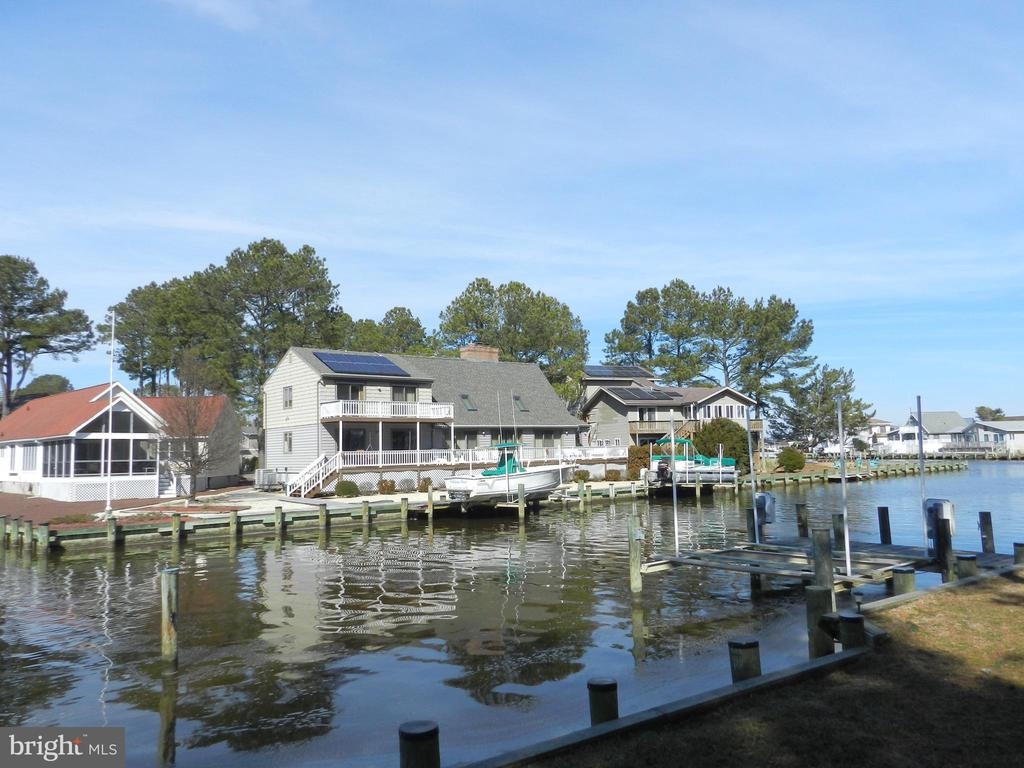 Active Solar Contemporary located at the end of a cul-de-sac with over 130 ft. of bulkhead and two 10,000 lb. boat lifts, just around the corner from open water. Home offers 2 masters, one on each level. Newer HVAC with a pellet stove in the Great Room and a wood burning fireplace in the Sitting Room/Loft Area. The air lock foyer, 2in.x6in. exterior walls, Andersen windows/sliders, Southeast exposure, and solar panels assist greatly with your utility costs. Hobbyists and Craftsman will appreciate the over-sized 2 car garage w/2 Electric Panels @ 200amp each and I-Beam w/Chain Hoist, concrete floored crawl space 6 blocks high, and the 18ft.x7ft. Hobby Room on the 2nd level adjacent to the walk-in cedar closet. This is a very unique home that shows well on a very nice bulkheaded waterfront lot. Furniture negotiable outside Contract.