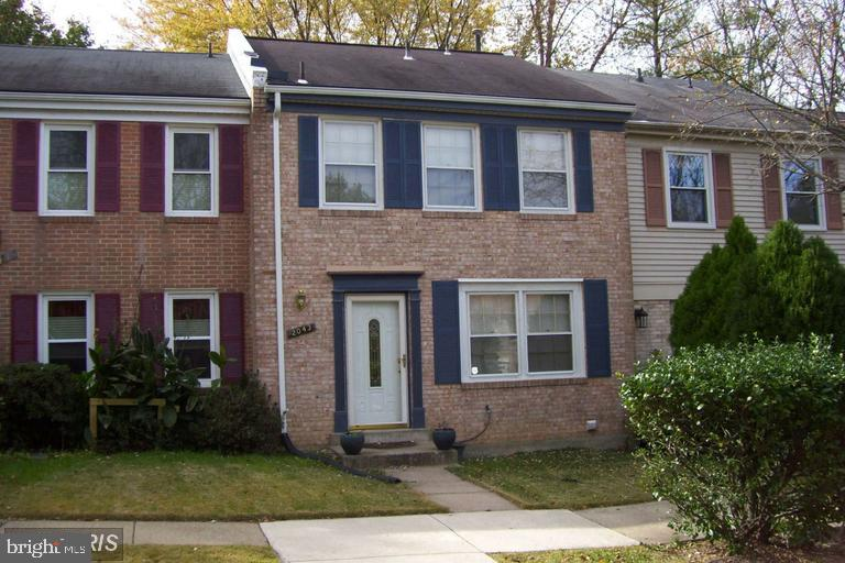 Three level townhome with 3 bedrooms, 3.5 baths.  Renovated Kitchen, newer fin bsmt with wet bar, updated hall bath! You'll love the spacious Master Suite w/private bath. Huge Living Room, spacious Dining Room! Fenced in backyard.  Great setting surrounded by trees, off street assigned parking! Close to I-95, Rt. 1, Rt 123, commuter lots, VRE, shopping, restaurants and parks!