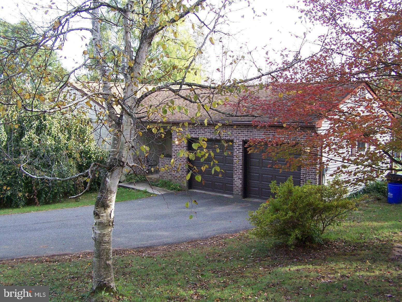 1178 PEEVY ROAD, EAST GREENVILLE, PA 18041