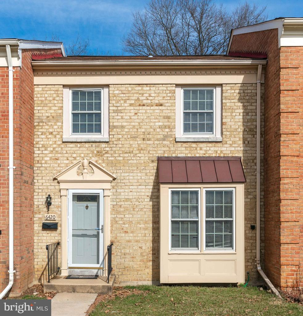 Ready to Move in Townhouse! Great Location. Near Springfield Metro & Springfield Mall, Maintenance free Backyard, Eat-in kitchen area, Separate dining room. Large Living room with Fireplace. Stainless Steel Appliances, Granite counter tops. Come and check out this beauty. Thanks!