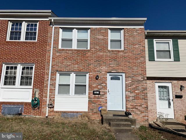 HURRY!! SELLERS WILL GIVE 3% SUBSIDY! A MUST SEE 3LVL, 3BR 2BA TOWNHOUSE LOCATED CLOSE TO QUANTICO MARINE BASE IN MOVE IN CONDITION.~~