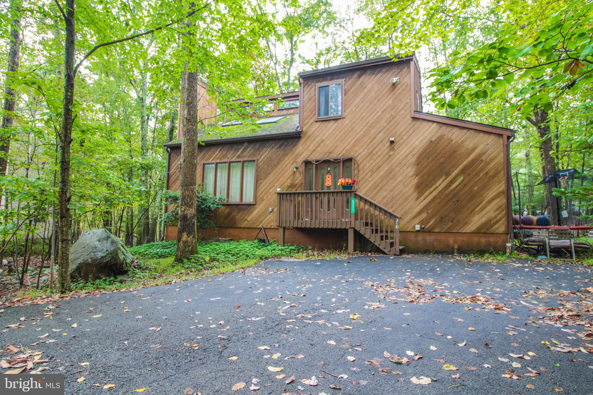 5211 NATURE VIEW ROAD, EAST STROUDSBURG, PA 18301