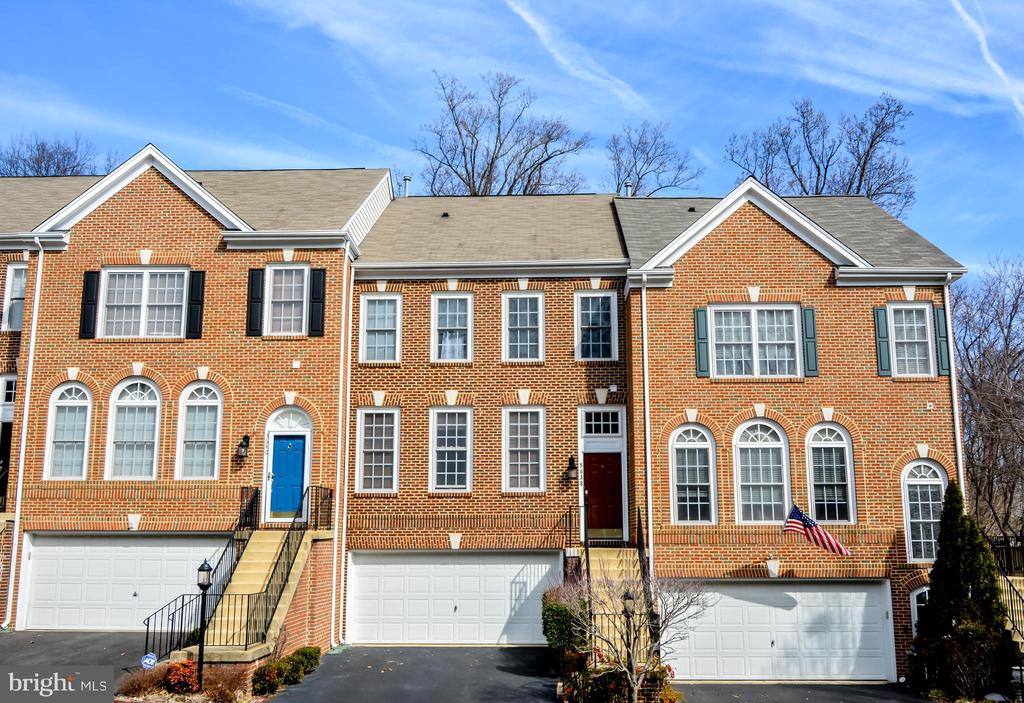 5638 Governors Pond Cir, Alexandria, VA 22310