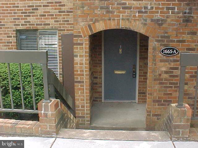 1665 S Hayes St #1, Arlington, VA 22202