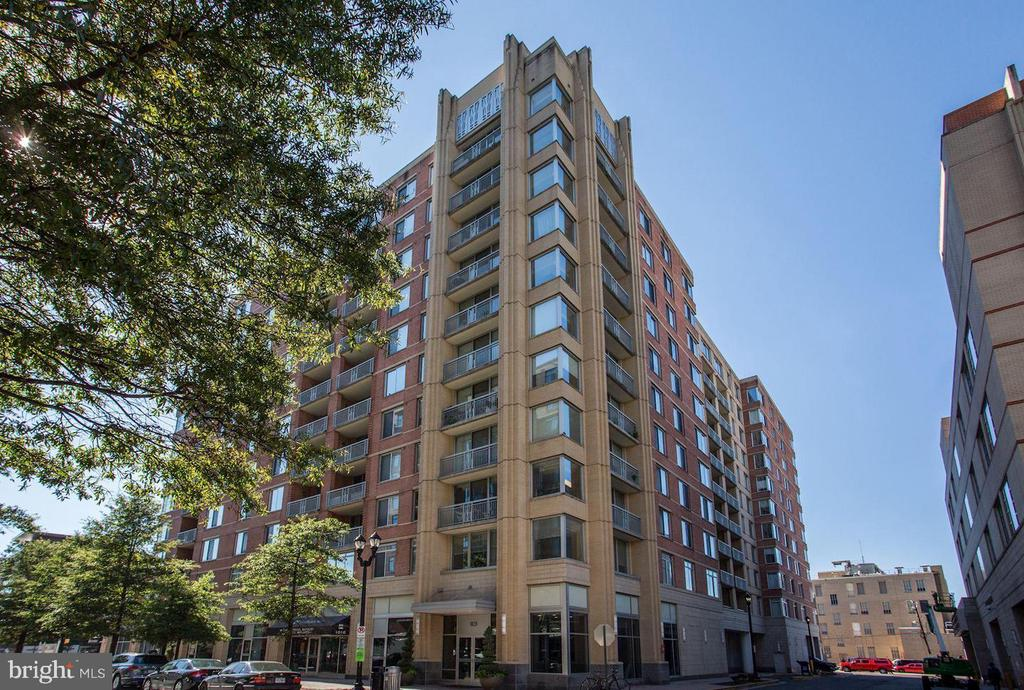 GORGEOUS 2 BR 2 FULL BATH CONDO IN THE PHOENIX***NEW UPGRADED WOOD FLOORS, STAINLESS STEEL APPLIANCES WITH GRANITE COUNTERS***GARAGE PARKING**VIEW OF PRIVATE COURTYARD***BUILDING IS 2 BLOCKS FROM CLARENDON METRO AND INCLUDES AN OUTDOOR POOL, FITNESS ROOM AND BEAUTIFUL LOBBY