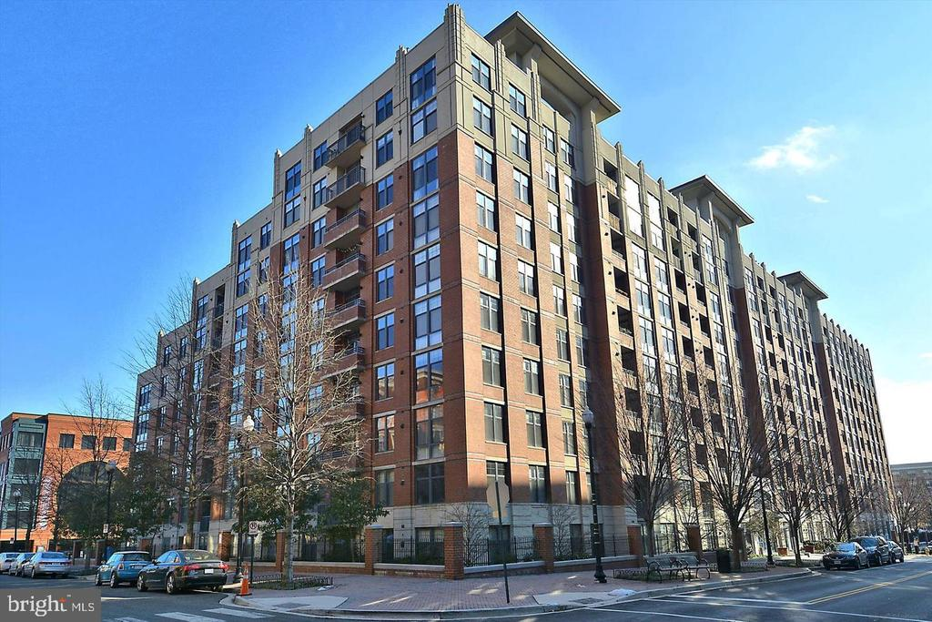 **New Price**Luxurious 1BR/1BA in heart of Clarendon. Vibrant neighborhood, Stunning kitchen features stainless appliances w/gas range, granite Counters; Brand new high efficiency Washer/Dryer. Low Condo Fees! Great community with rooftop pool/Jacuzzi/grills, onsite fitness center, conference room, coffee lounge, 24 hour concierge. Nearby restaurants & shopping, 1 block to Clarendon Metro & DC. Panoramic views of monuments and NoVa sunsets! Lots of outdoor common. 1 Garage parking included!
