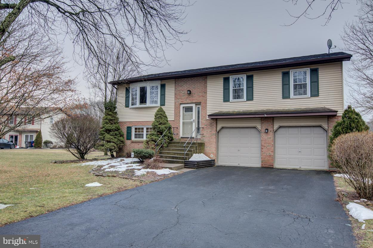 1963 PIERCE DRIVE, WHITEHALL, PA 18052