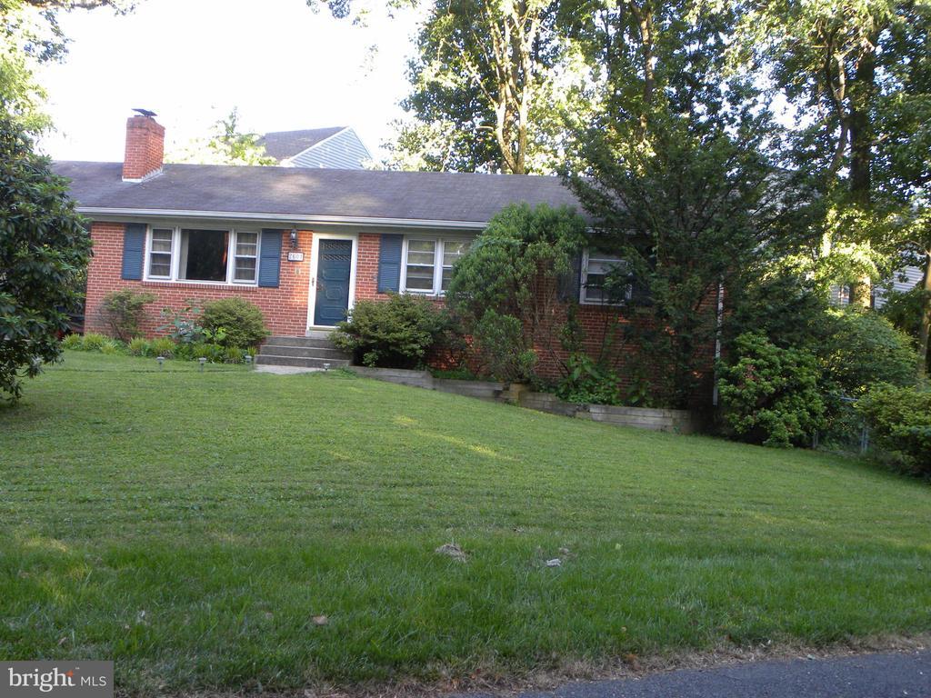 2604 Roswell Ct, Falls Church, VA 22043