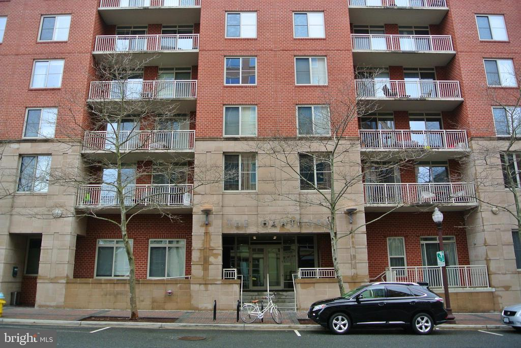 Great Location! Large bedroom + den in upscale building with a large balcony overlooking manicured courtyard. Walk Score = 95! 8 Minute walk to Ballston Station, 5 minute walk to Virginia Square station & two blocks away from Ballston Quarter. Jump on this opportunity as these apartments are rarely available. Water, gas, and parking are paid for, just pay Cable/Internet and Electricity! Virginia Square metro just up the road. Includes full-size parking space, storage space, secured entrances, concierge, business center, and recently renovated gym. Pets okay!