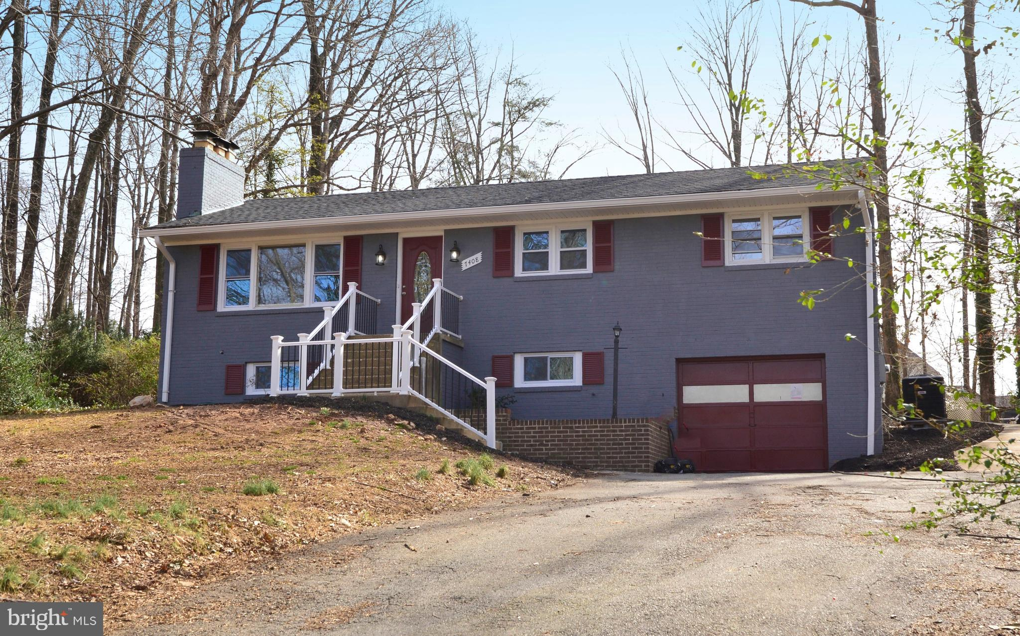 Awesome Renovated 3BR/3BA 2LVL Rambler on 0.51 Acre! New Kitchen w/ 42in cabs, granite, SS applncs, backsplash! Renov BA's w/ nice tilework! French doors to Sunroom w/ Hot Tub. Living Rm w/ FP. LL Rec Room w/ FP. Oversized garage & tons of off-street parking. New roof & windows. Backyard w/ swimming pool. Very peaceful yet only mins to 95/395/495, Ft Belvoir, NGA, Pentagon, DC!