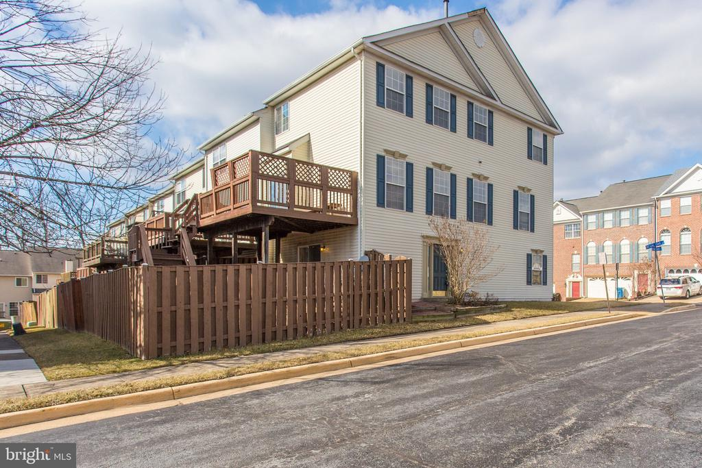 6351 Regal Oak Dr, Springfield, VA 22152
