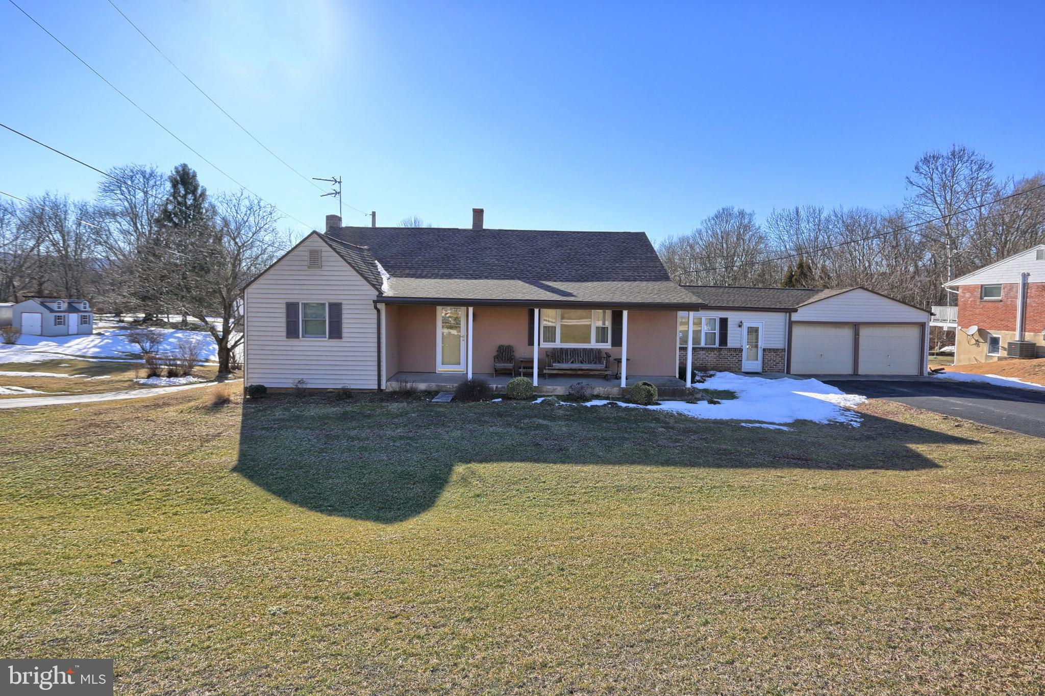 960 PETERS MOUNTAIN ROAD, DAUPHIN, PA 17018