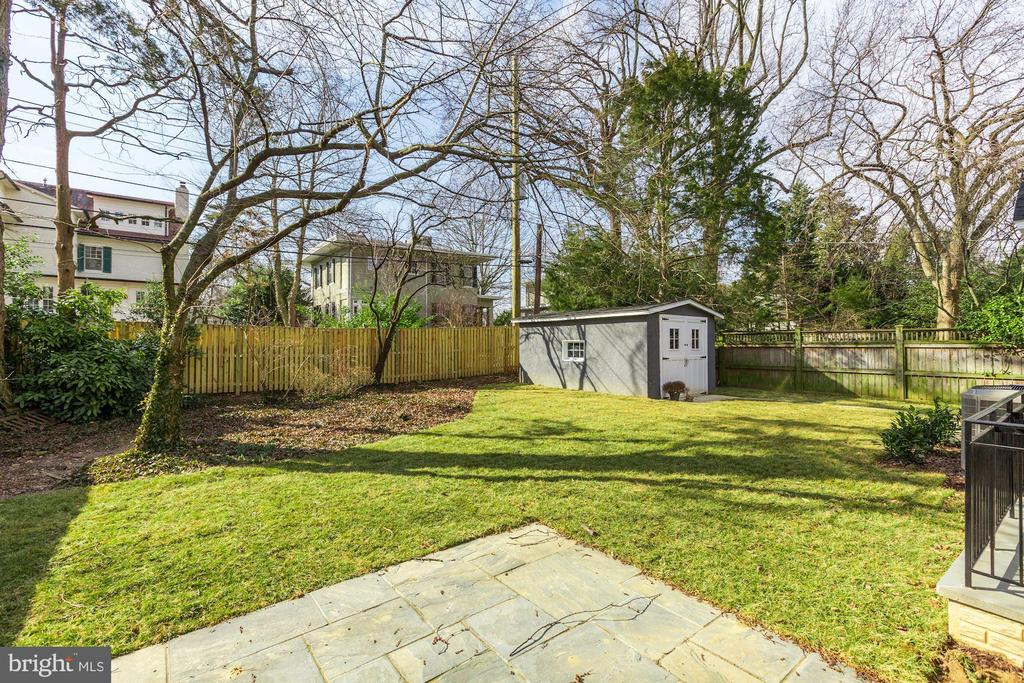 12 Hesketh St, Chevy Chase, MD 20815
