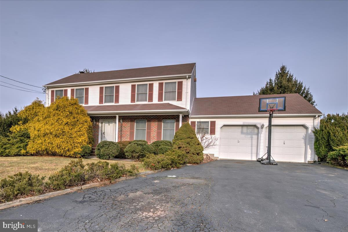 32 SAND HILL ROAD, KENDALL PARK, NJ 08824