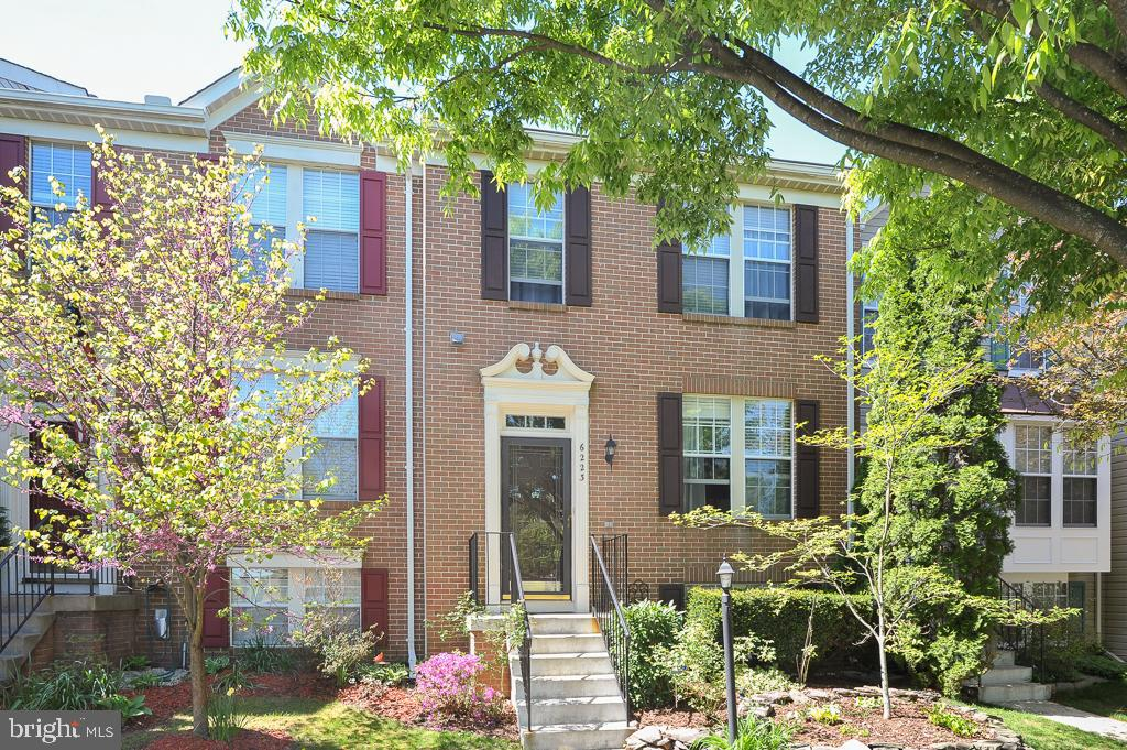 Welcome to 6223 Abbottsbury Row, an outstanding brick-front townhome backing to trees in the desirable Kingstowne community.  This beautiful home features hardwood floors in the living and dining rooms.  The light and bright kitchen have granite counters, white cabinetry, and stainless hardware.  Upstairs, the sunny master bedroom offers a large walk-in closet and a private master bath.  Relax by the cozy fireplace in the rec room or step out to the fenced-in backyard.  This fine residence has access to the endless list of desirable Kingstowne amenities and is only minutes away from shopping, dining, and transportation! 2 assigned parking spaces 45 and 46.