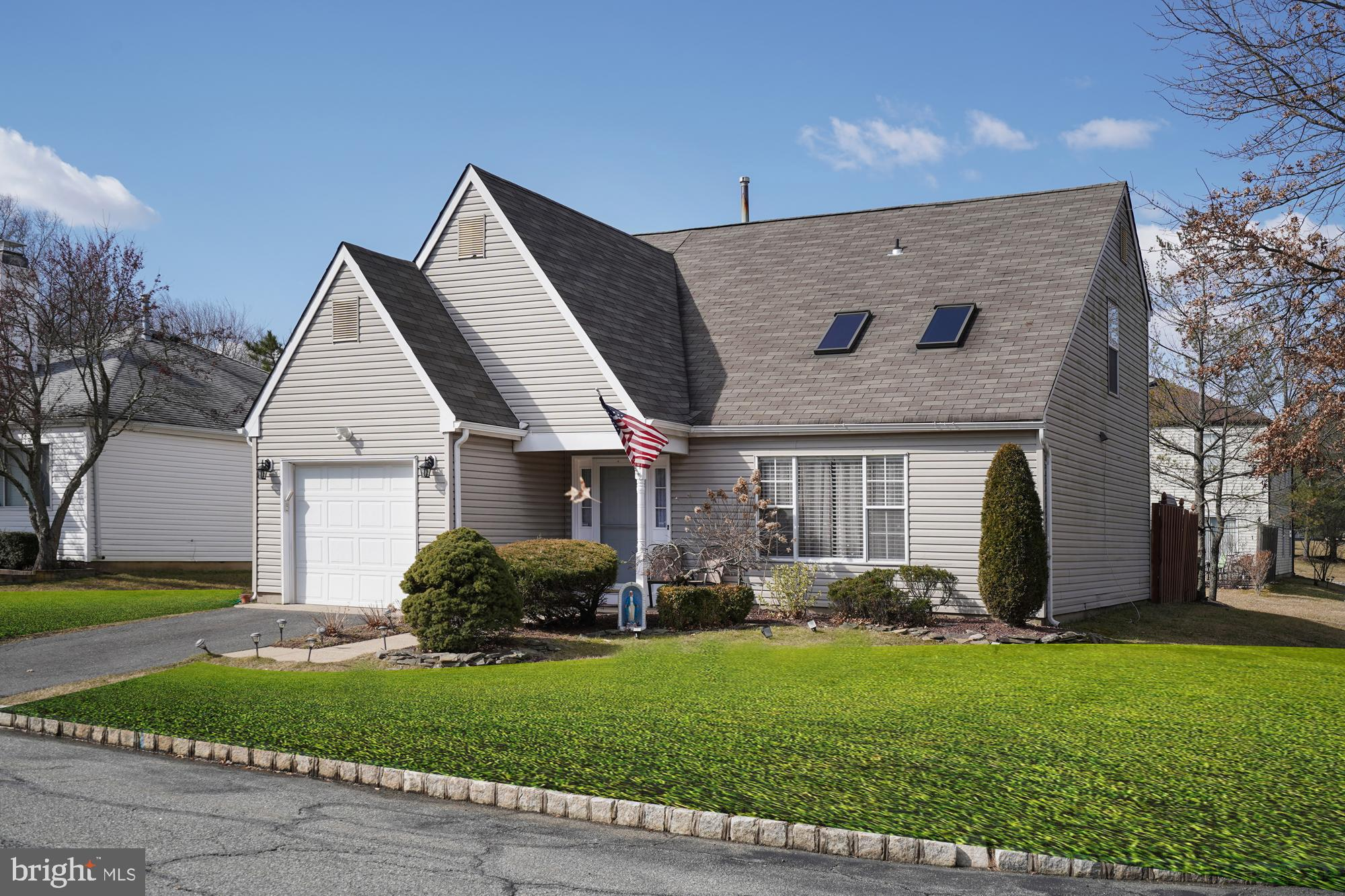 17 CANTERBURY COURT, OLD BRIDGE, NJ 08857