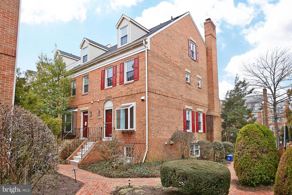 Location, Location, Location! 3level end unit townhouse in quiet neighborhood. Walk to Metro, restaurants, Harris Teeter, new Ballston Mall.Gorgeously updated townhouse ready for immidiate move in.  Please use NVAR App and submit to PPM, $55 application fee per person,