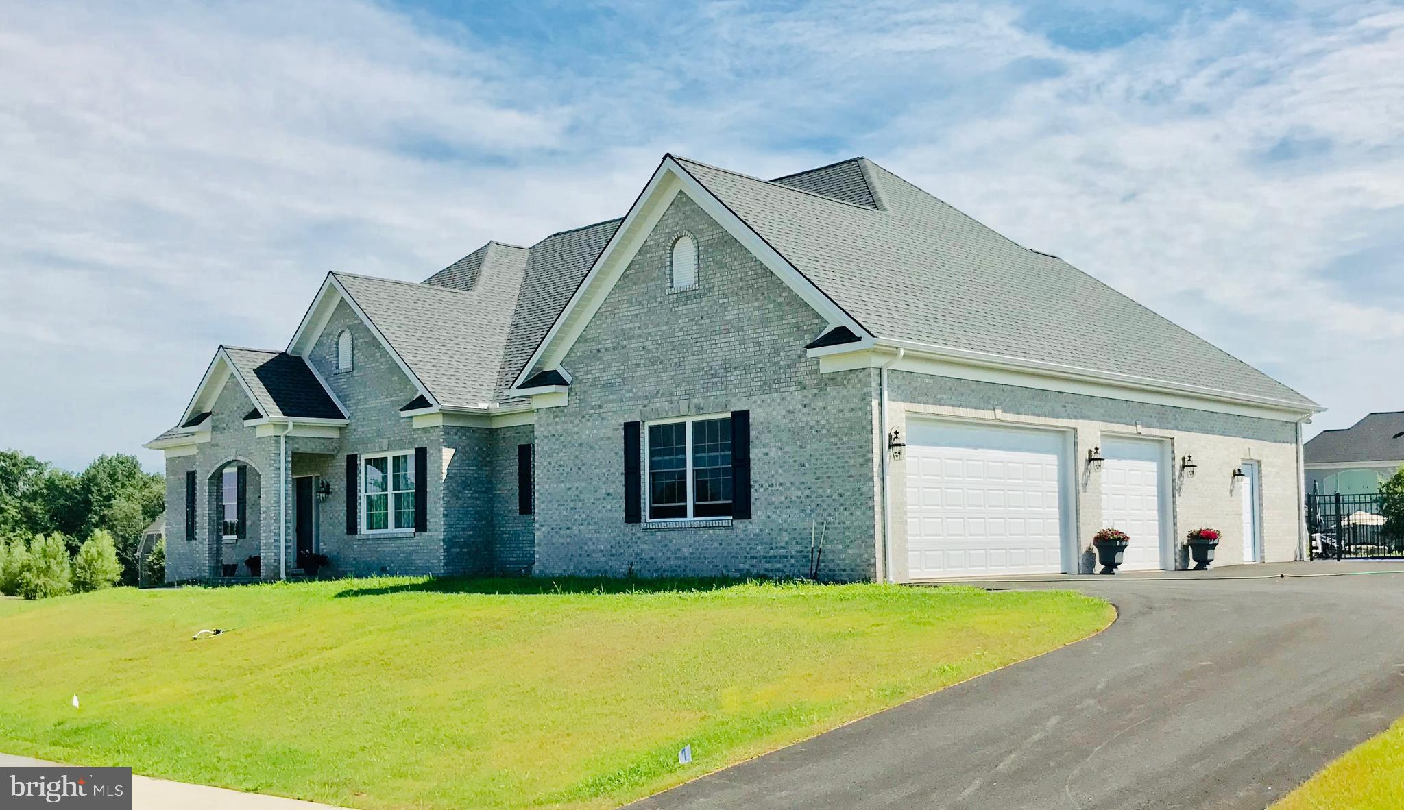 207 HAUER TERRACE, SPRING GROVE, PA 17362