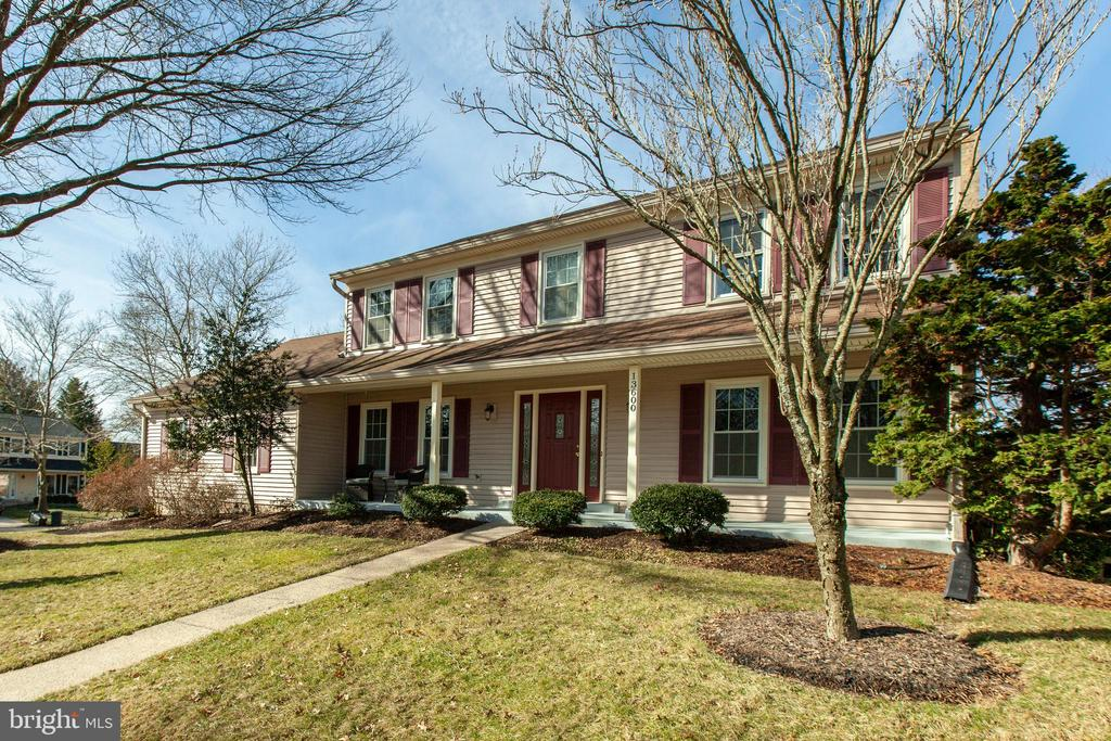 13600 Brass Harness Ct, Oak Hill, VA 20171