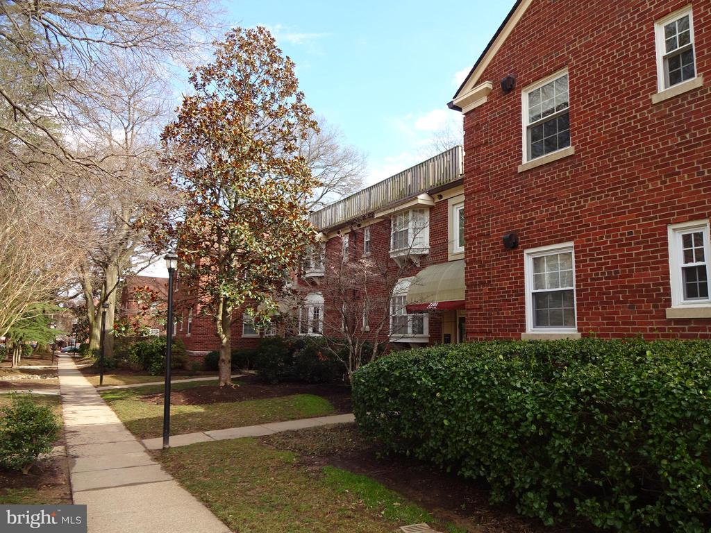 Great Location! Close to everything! Unit has a fireplace! Living Room features a beautiful cathedral ceiling with skylight. Stacked washer/dryer in the unit. Pets are case by case with a deposit. Community allows one small pet.