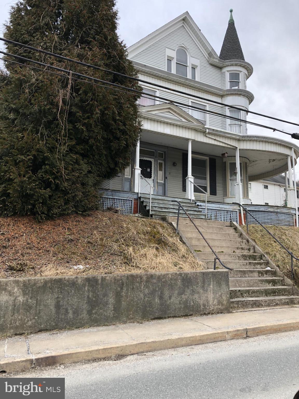 27 W MAIN STREET, WINDSOR, PA 17366