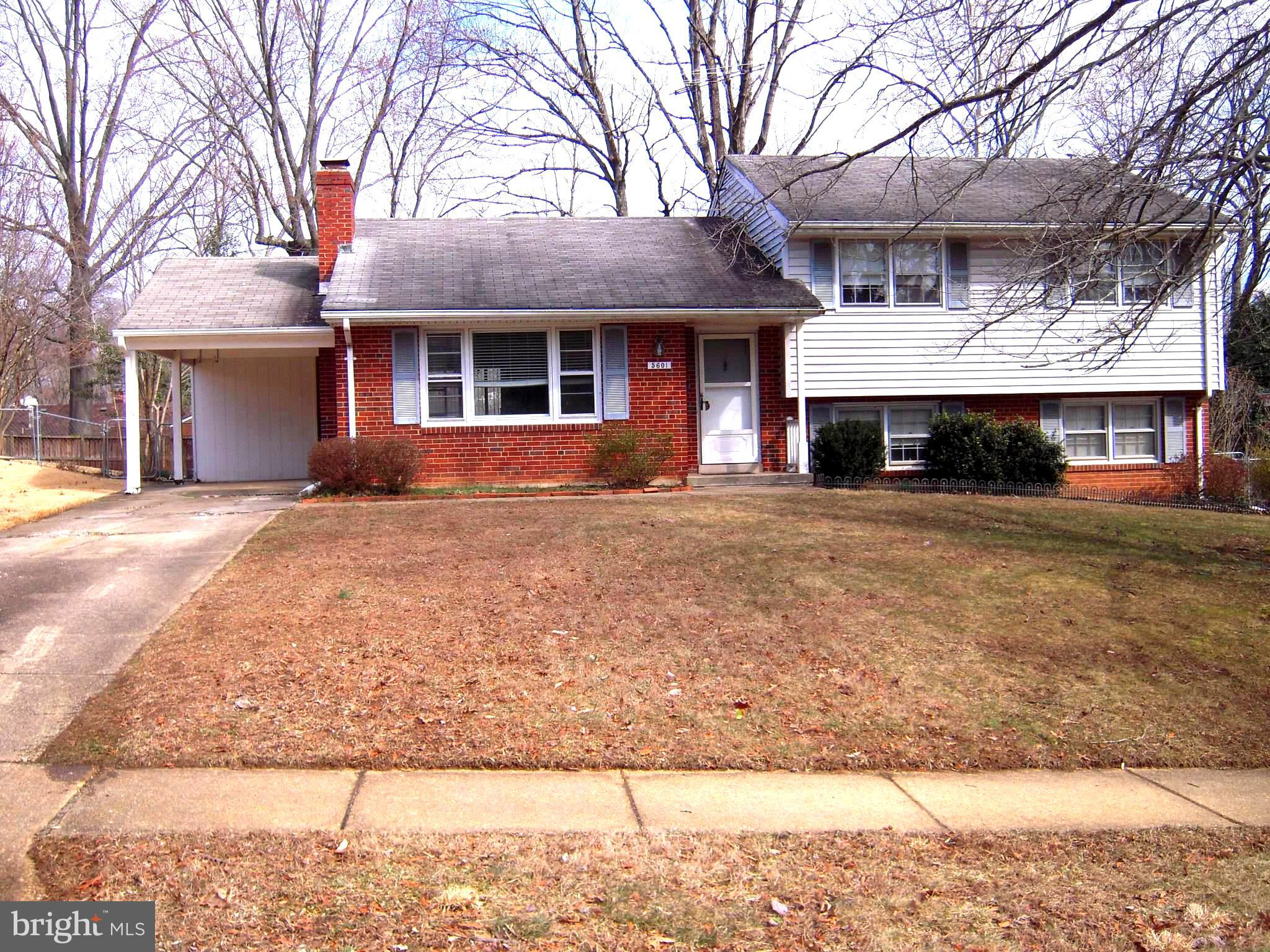 """POPULAR CRESTWOOD SPLIT LEVEL WITH CARPORT, CLOSE TO 395 & 495, GMU, BUS TO PENTAGON, METRO STATION ETC.. EXELLENCE LOCATION. NEED A LITTLE TLC. PROPERTY SOLD """"AS IS"""""""