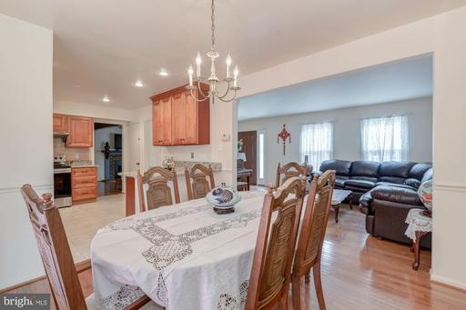 5626 Point Roundtop Ct, Burke 22015