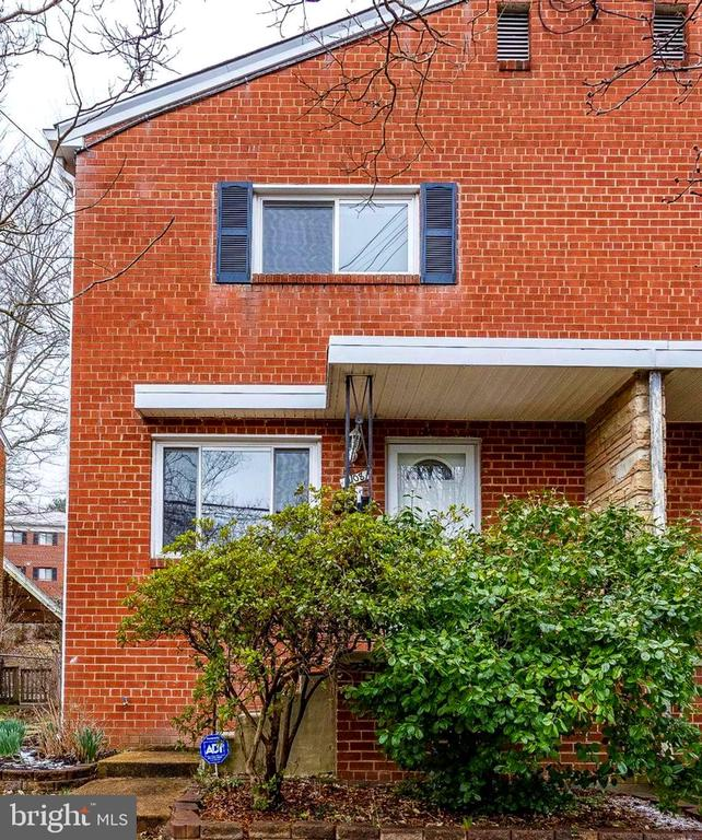 Lovely three-level townhome located close to Old Towne & King St. Metro. 3 BR, 1.5 BA;  LR/DR combo; LL Rec room; Hardwood floors on upper level; Fenced rear yard. City park across street. Great location!