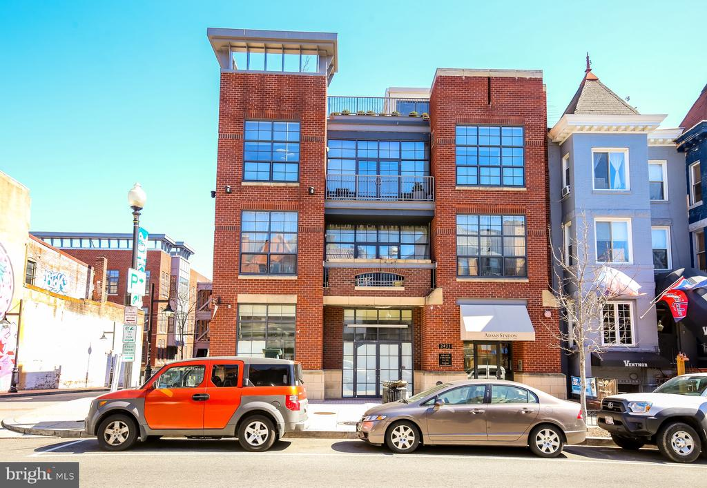 Chic, 2BR/2BA two level Loft Style PENTHOUSE w Private Roof Terrace & Garage parking in the Heart of Adams Morgan.Polished Concrete Floors,Walls of Windows,14~ ceilings w exposed vent work.Open Concept Living, granite, SS appliances,W/D, Walk-in closets, MBA with Jetted Soaking tub and shower. Walk up - No Elevator.