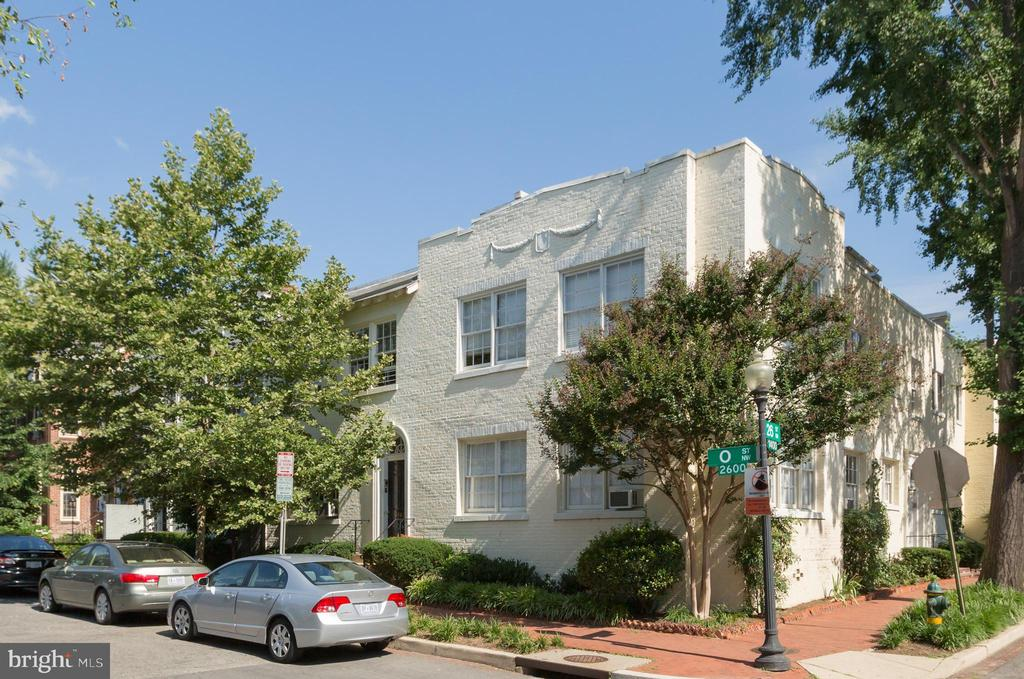This south-facing condominium in Georgetown's serene East Village is filled with natural sunlight. Features include gleaming hardwood floors, stainless steel appliances, in-unit washer/dryer and recessed lighting throughout. Beall Court is a pet-friendly association and consists of sixteen units surrounding a manicured courtyard. 2603 O Street NW is located directly across the street from Rose Park, which offers tennis courts, playgrounds and a seasonal farmers' market. This desirable Georgetown address also affords immediate access to Dupont Circle.
