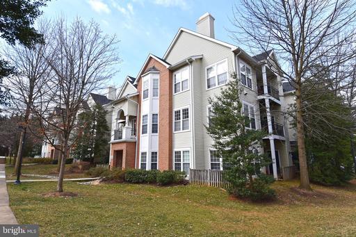 4129 Fountainside Ln #302, Fairfax, VA 22030
