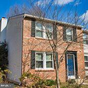 Wonderful brick front corner unit! Fully fenced large backyard that has been lovingly gardened. Bamboo floors on main level, carpet on upper bedroom level. New roof, windows,HVAC, huge storage area, 3 bedrooms 1 full bath and 2 half baths. Ready for you to update as you like! Special opportunity in Newington Forest! Open Sunday 1-4!