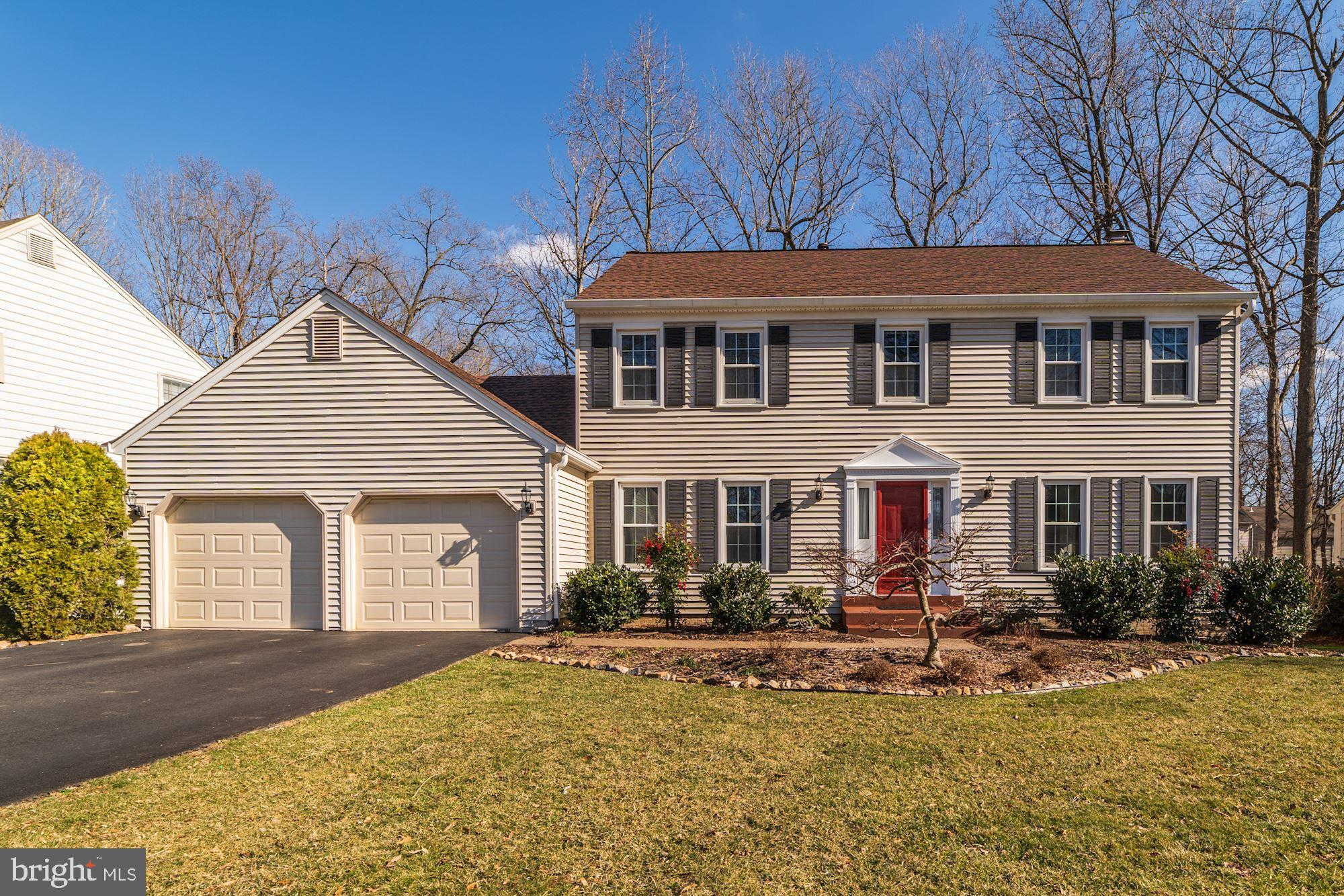 Move On In! Model-home perfection awaits! Ginormous Screened Porch! Updated Chef's Kitchen!  All 3 Full Baths Updated! Oversized 2car Garage!3 Finished Levels: Rec Room, Full Bath + huge storage! Fenced Backyard! Hardwood Floors! Fresh Paint! New Carpet!