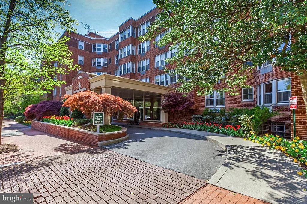 "1st Opens Sun 3/10 2-4pm! A Classic DC ""Best Addresses"" Building! Park Views from your bay window. Hardwood floors. A renovated Kitchen with granite & stainless, high ceilings, and vintage ceramic tile bath. Very large closets and spacious room sizes. All utilities included in the fee! Cats welcome, 24-hr desk, gym, bike storage, roof deck. Walk to Dupont Metro, shops, restaurants and Georgetown!                                                                                                                                                                                                                             Rental parking transfers for $250 a month."