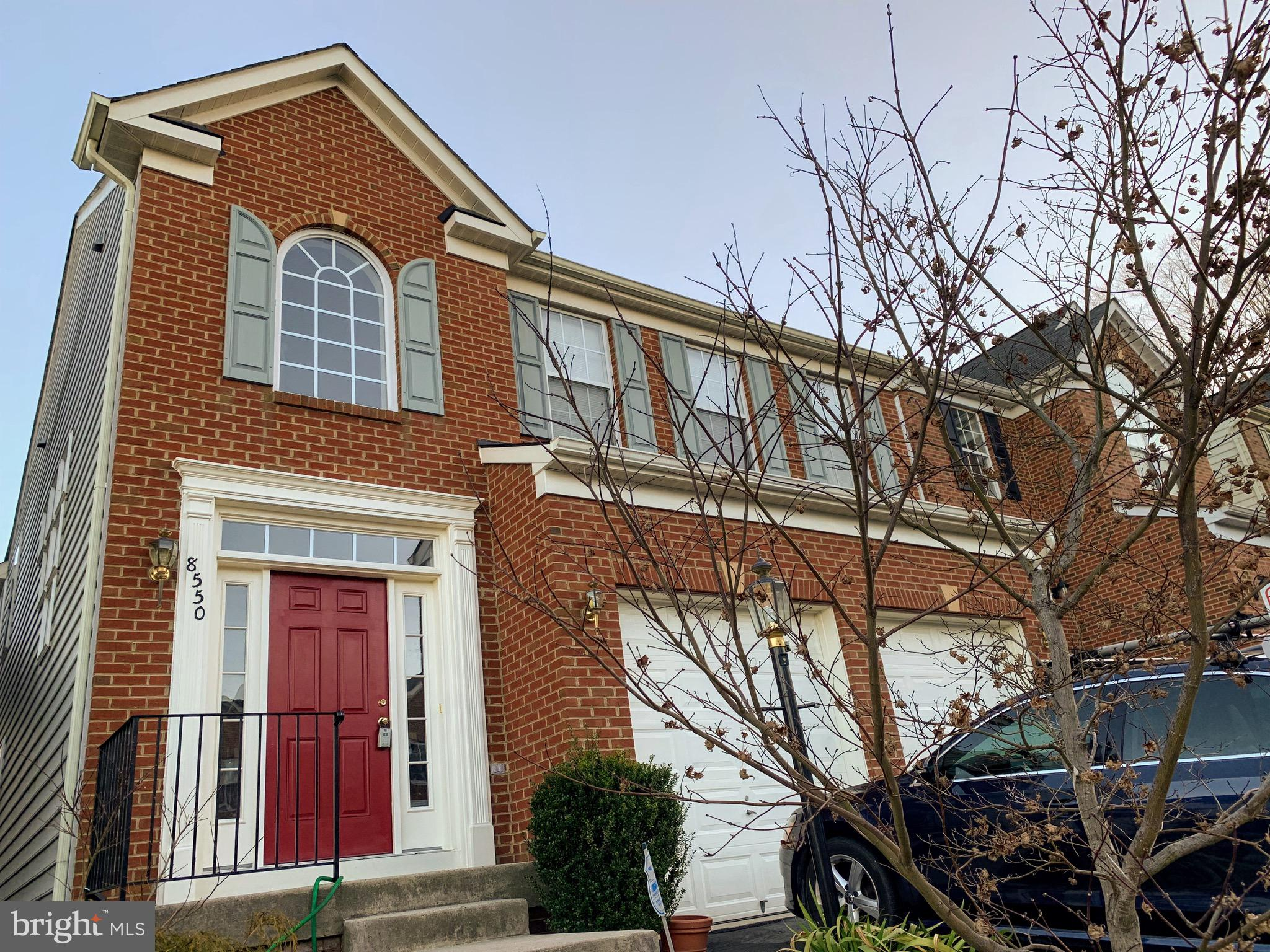 Great location in Lorton Valley, 3-story home with 4 BR/4.5BA, hardwood floor throughout main level, granite kitchen with SS appliances, fully finished basement with den. Minutes access to Lorton VRE, Springfield Metro, I95, FFX Co. Pkwy, F.t Belvoir, Quantico, and malls.