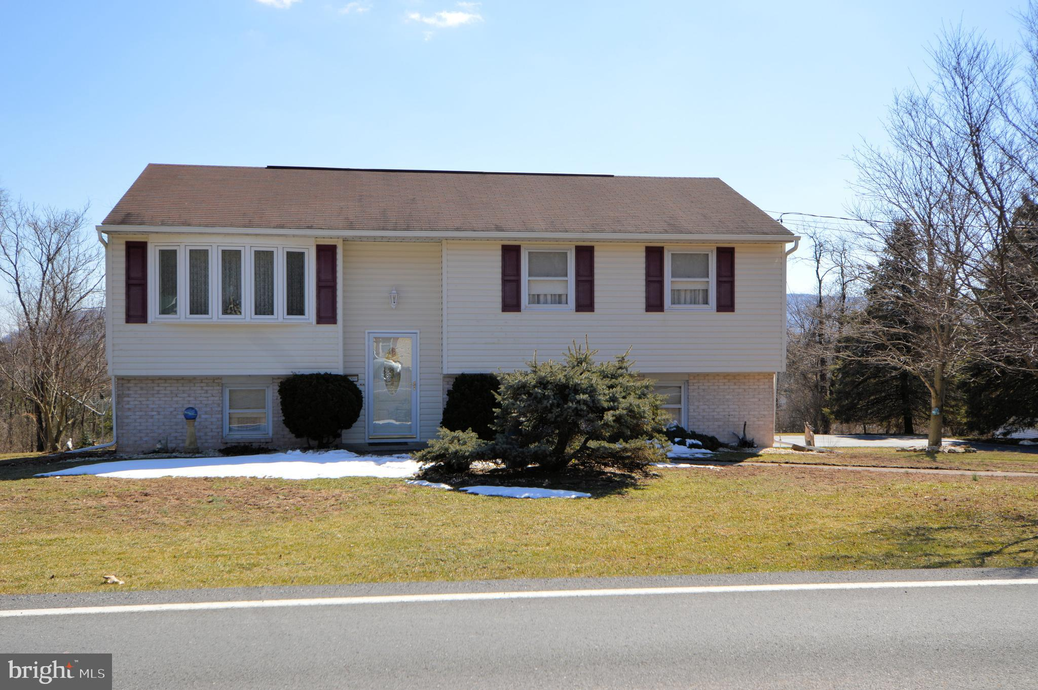 810 MOUNTAIN ROAD, DAUPHIN, PA 17018
