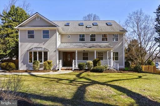 610 Knollwood Dr, Falls Church, VA 22046