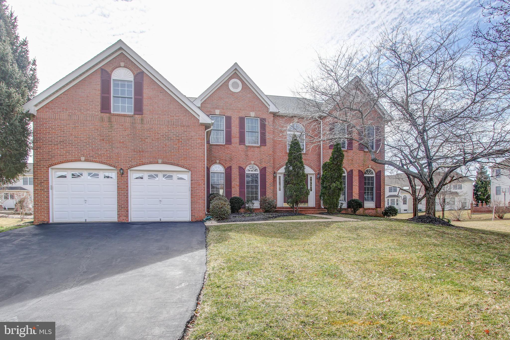 "FOR SALE **Stunning Beautiful 4BR 3.5BA home in Middleton Farm on 1/2 acre Lot** HardwoodFloors throughout. Lots of natural light **2 Story Foyer w/ Dual Stairs. Liv rm & Cozy Library. Bright Fam Rm w/Gas Fireplace & Skylights. Breakfast Room and Custom Kitchen w/ SS Appliances, New Quartz  Counters, New Floors, 42""Cabinets ,  Cooktop, Pantry, & more! W/D main lvl. Gleaming New Hardwood floor thru-out the home. Master Bedroom has HUGE Walk-in (20 ft long!) & Sitting Room. Attached BA w/ Jacuzzi Tub, shower, Dual Vanities. **Roof Replaced in 2015 ** Heat pump and washer/Dryer replaced in 2017**Unfinished basement. Spacious 2 Car Garage. **Floris-Carson-Westfield school district**Premiere Fairfax County Schooling District**close to Major Shopping, Restaurants, Airports, Future Metro , Reston Town Center , Dulles HI-TECH Corridor and More. This is a must see**"