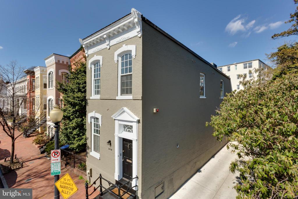 This semi-detached townhouse in Georgetown's East Village offers an open layout and a rare park-front setting. Freshly painted, the end unit is awash with natural sunlight from three exposures. Features include a generous loft space, hardwood floors, multiple skylights, high ceilings, recessed lighting and plentiful closet space. The expansive, fully fenced backyard provides a slate patio and garden, ideal for outdoor entertaining. Rental off-street garage parking and extra storage is available via the adjacent alley. 2439 P Street NW is situated directly across from Rose Park, which features tennis courts, playgrounds, and a seasonal farmers' market. This desirable Georgetown address also affords easy access to Dupont Circle.
