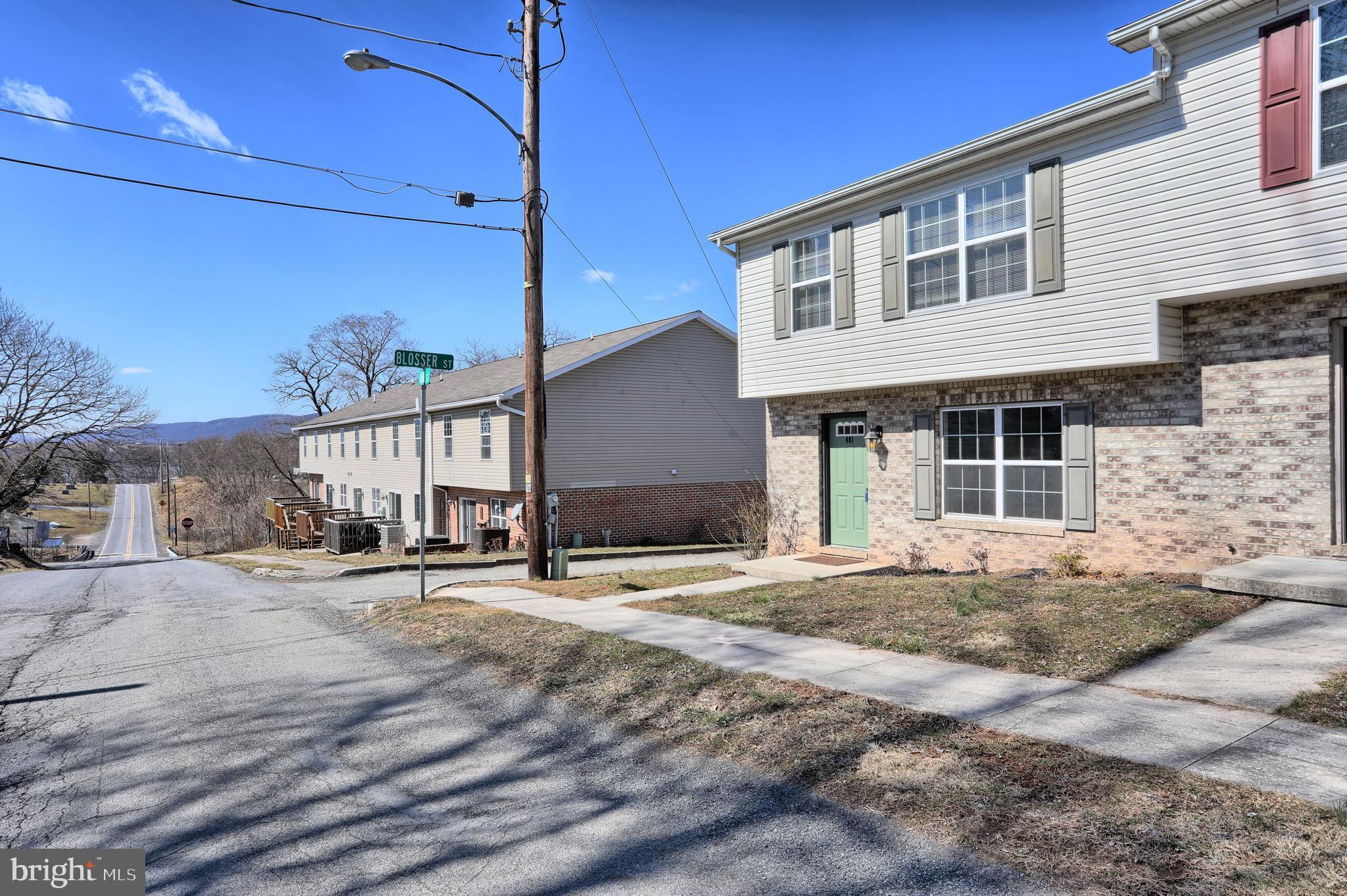 401 OAK STREET, MILLERSBURG, PA 17061