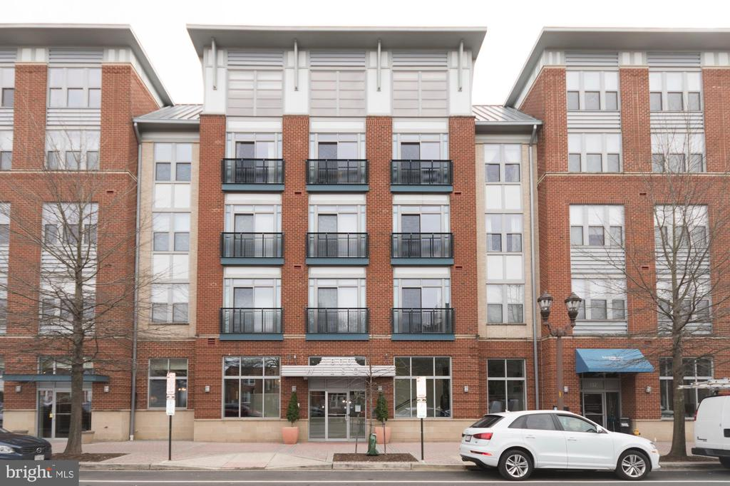 OPEN HOUSE SUNDAY 3/17/19 FROM 11:00am to 1:00pm.  A 1st class, luxury, TOP FLOOR condo, conveniently located right on Wilson Blvd and within walking distance of the Rosslyn metro station. This quiet, sun filled, unit offers granite countertops, new stainless steel GE appliances, and hardwood floors throughout the kitchen and living room. Enjoy a private balcony overlooking the newly renovated outdoor fire pit, an assigned parking space and private storage unit. With an in unit washer and dryer and a custom closet, this beautifully maintained condo has it all! Ability to come fully or partially furnished as well. Minutes to DC, Whole foods, Trader Joes, restaurants, night life and all that Arlington has to offer!
