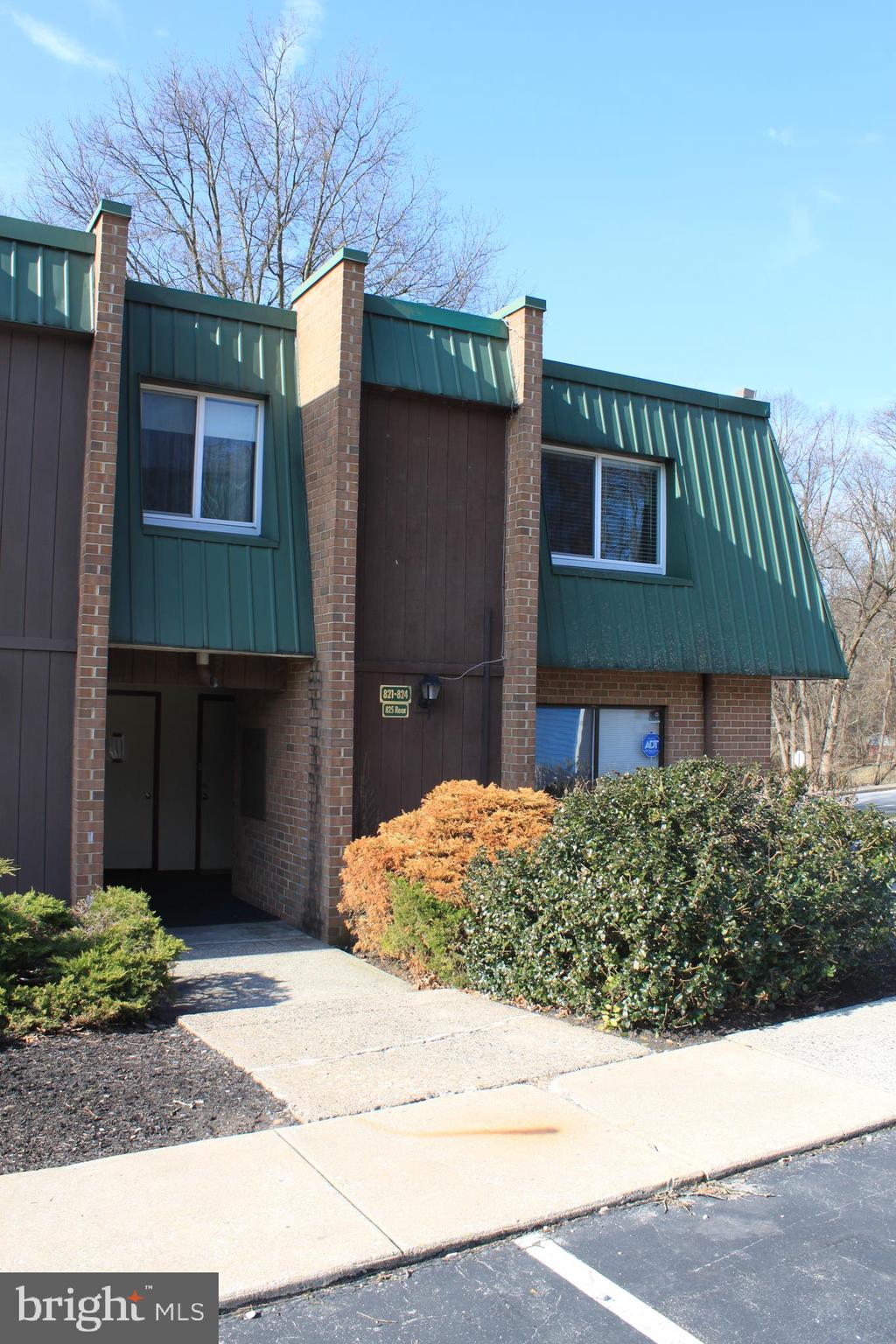 824 MEADOWVIEW LANE, MONT CLARE, PA 19453