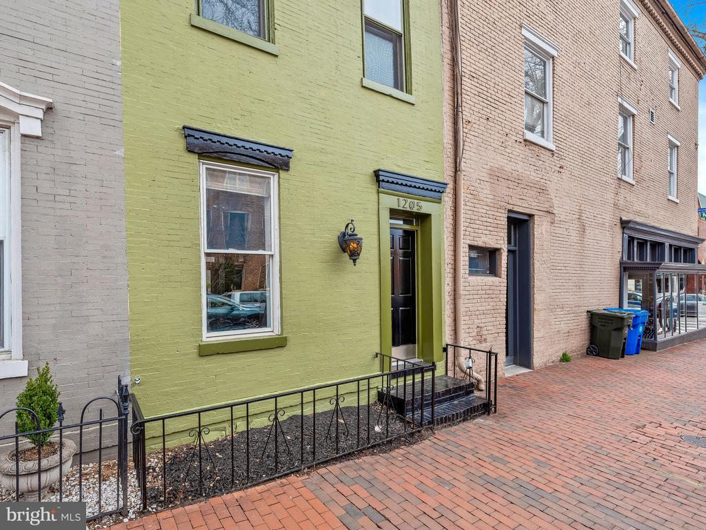 Live in the heart of Georgetown - Just off of M St. Completely renovated home with Viking appliances, Quartz waterfall counters. 2 wood burning fireplaces with marble detail. Wine on Lower Level. Mixed-use Excellent Virtual workspace potential.