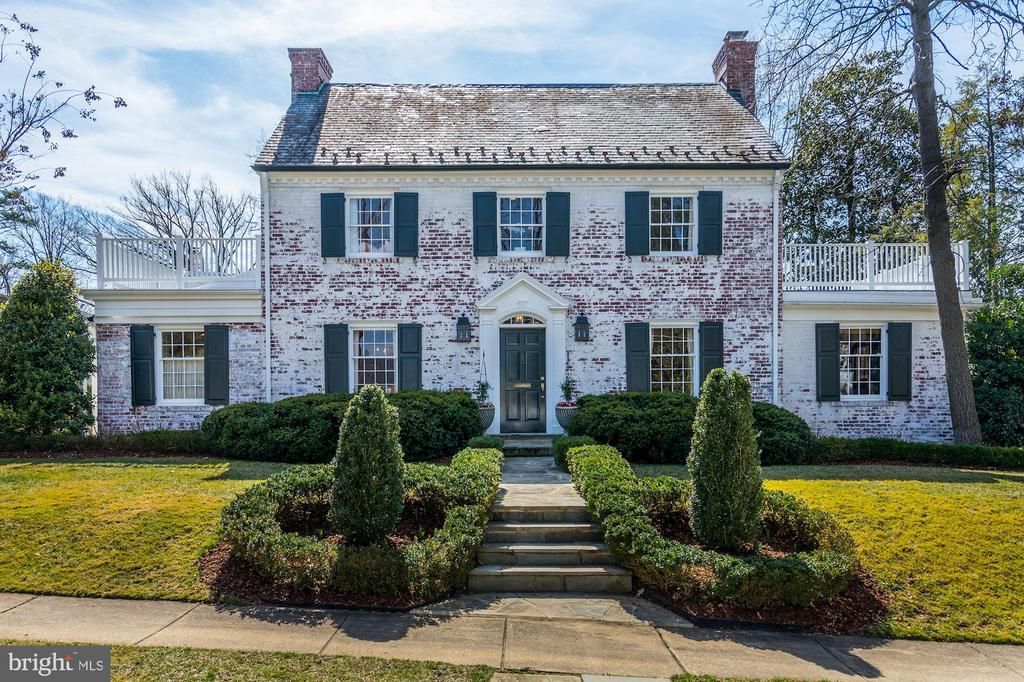 2105  WAKEFIELD COURT, Alexandria, Virginia