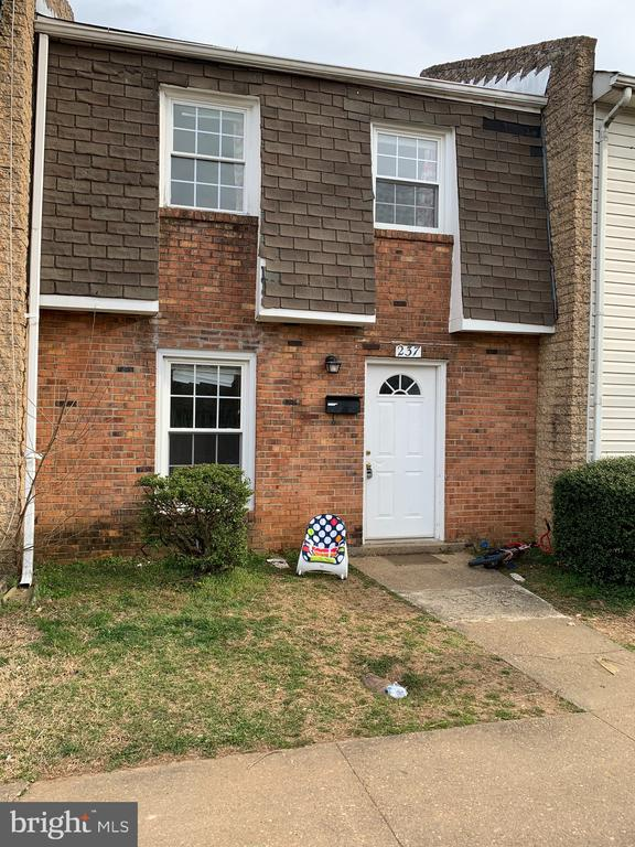 2 bedrooms 1 1/2 bath 2 levels. Patio. Living Room. Kitchen with laundry area. Ceramic tile. Wood floors.
