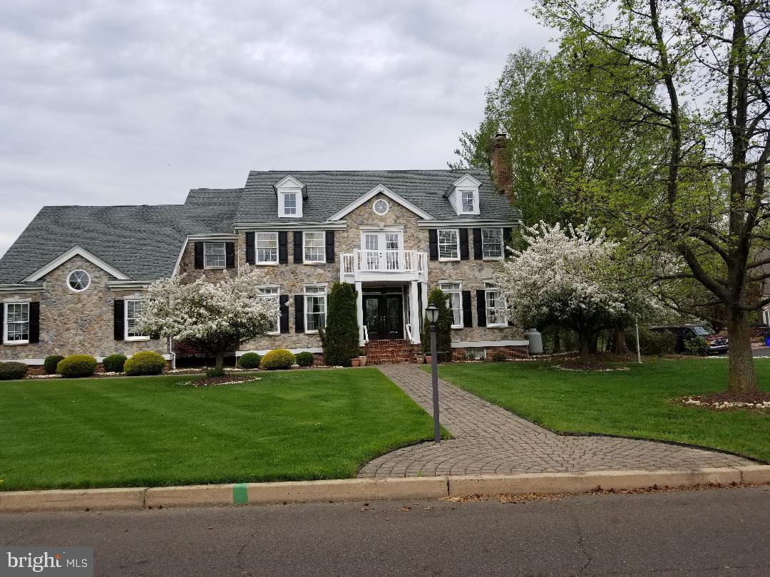 24 GOLFVIEW DRIVE, WARMINSTER, PA 18974